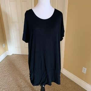 tek gear Tops - Black tee w/stretchy fitted band at hem
